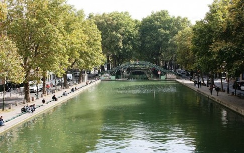 A picturesque and romantic stroll along the Canal Saint-Martin