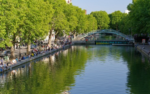 A stroll and picnic along the Canal Saint Martin