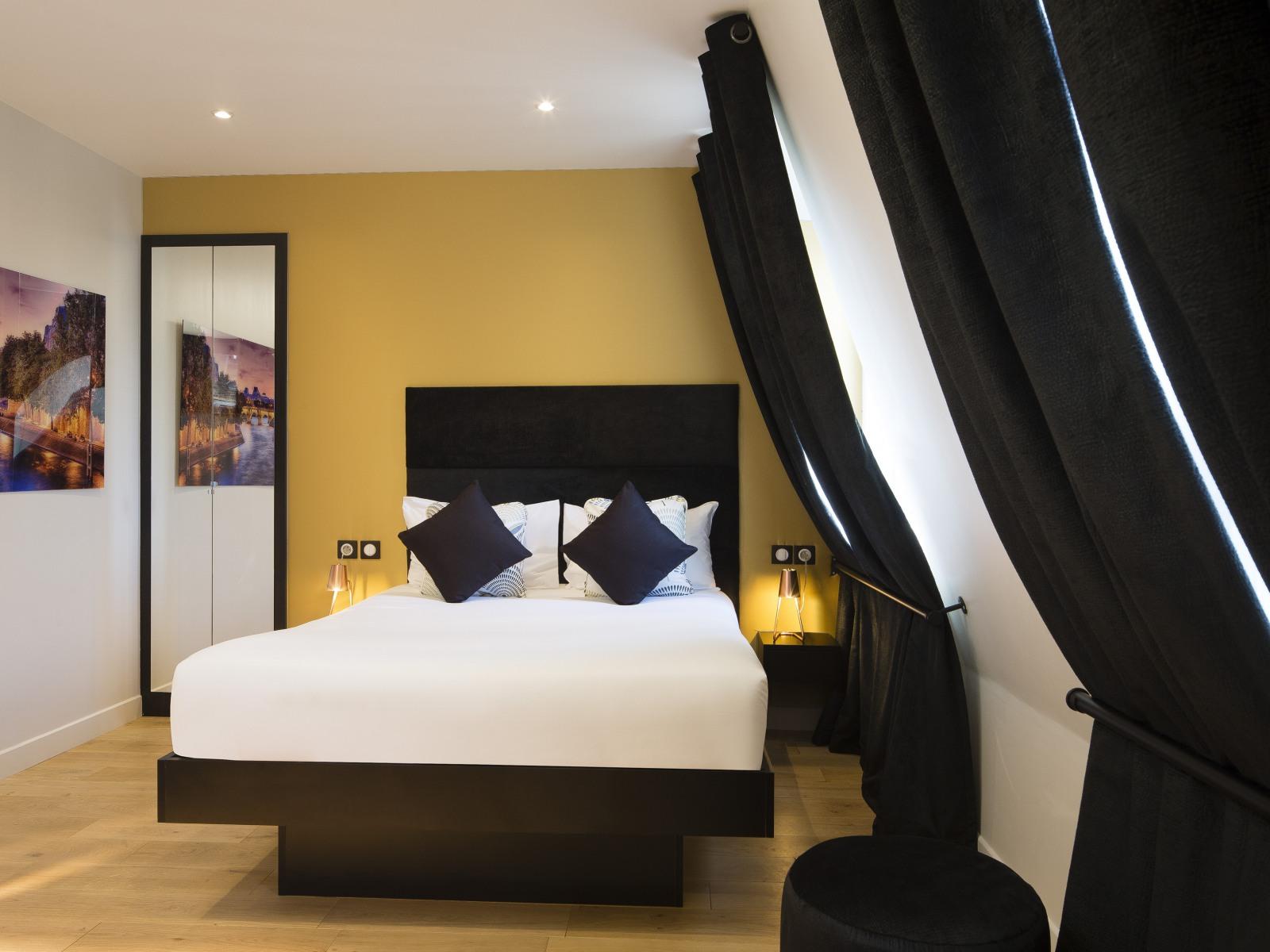 booking hotels paris
