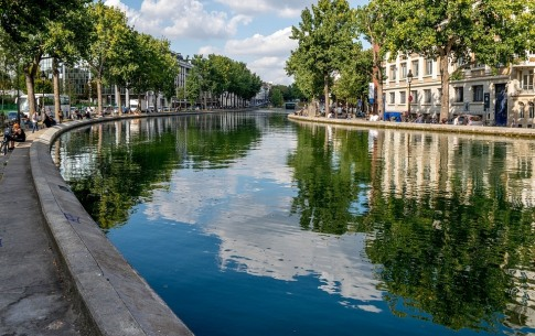 The charm of a cruise on the Canal Saint-Martin in Paris